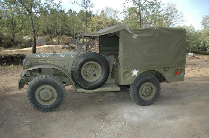 Camion pequeño 2 - Alquiler de vehículos militares, alquiler de camiones de bomberos.