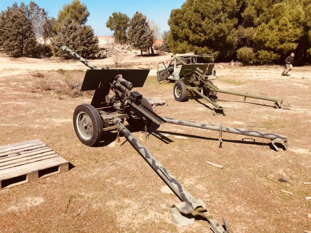 Metralleta - Alquiler de vehículos militares, alquiler de camiones de bomberos.