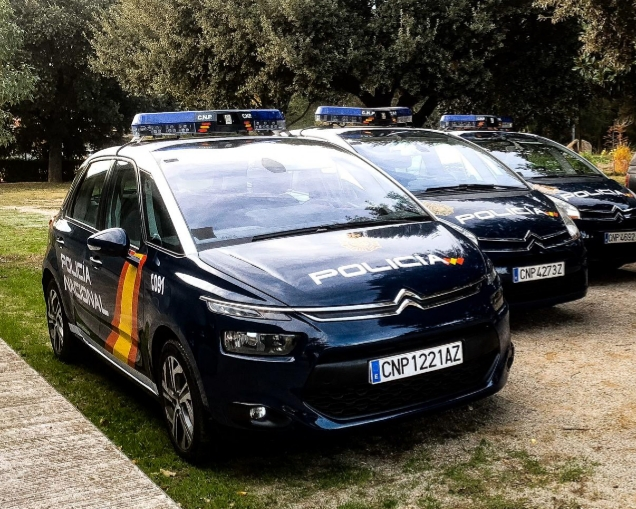 alquiler coche policia alquiler patrullas alquiler citroen policia atrezzo policia vehiculos de escena vehiculos para rodajes - Alquiler de vehículos militares, alquiler de camiones de bomberos.