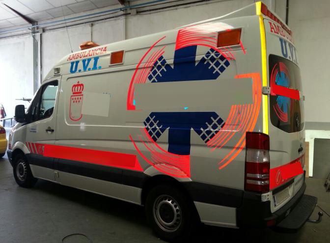ambulancia uvi vehiculo de escena alquiler peliculas atrezo ambulancias taxi americano taxi ingles alquiler para rodajes 5 - Alquiler de vehículos militares, alquiler de camiones de bomberos.