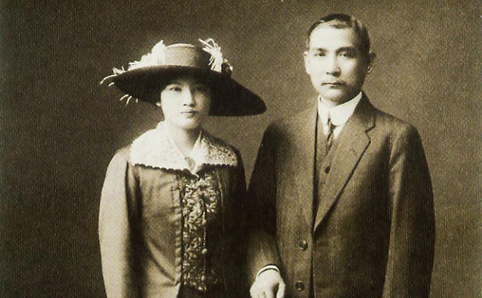 Wedding photo of Song Qingling (born 1893) and Sun Yat-sen (born 1866). The marriage took place in Japan on October 25, 1915.