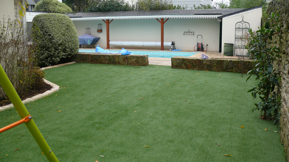 Gazon Synthetique Et Terrasse En Carrelage Sur Plot A Auray Granit
