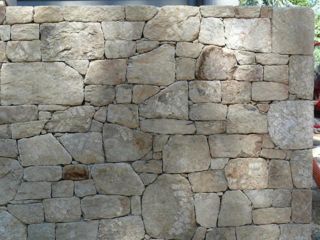 mur en pierre