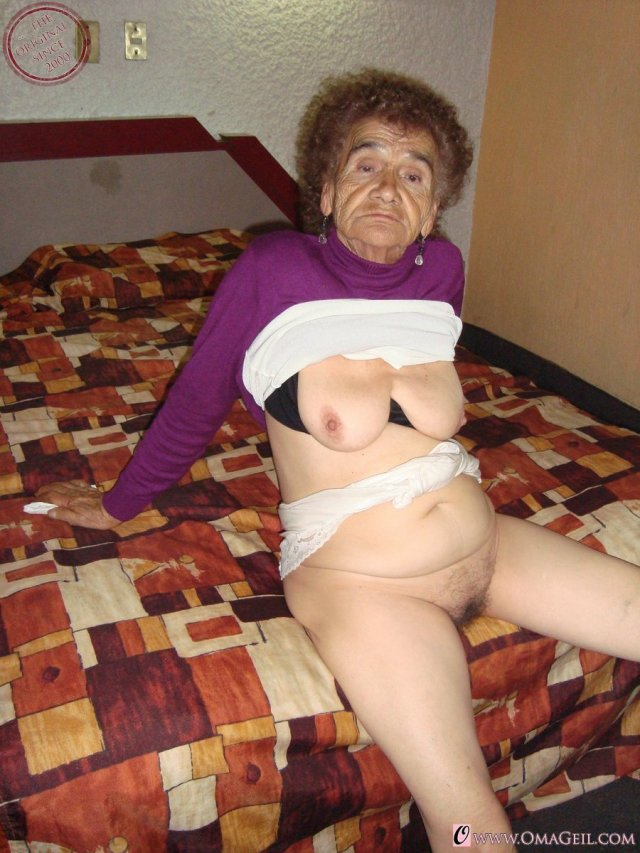 Old Horny Granny Masturbate Pussy With Bottle