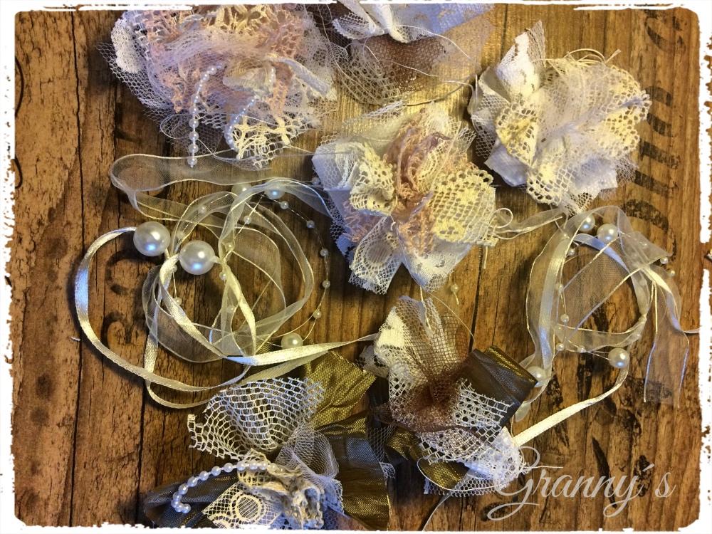 Shabby-Bl%C3%BCten Shabby Spitzen-Blüten selber machen, nostalgische Blumen für Kleidung und Accesoires