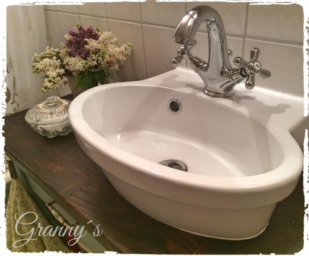 Nostalgischer-Waschplatz Wie aus einem altem Küchentisch ein Waschtisch für mein Mini-Schlauch-Bad wurde
