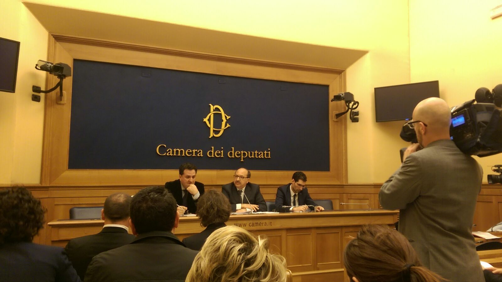 Conferenza stampa camera deputati produttori in difesa for Rassegna stampa camera deputati