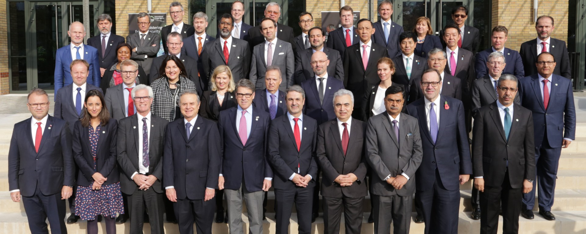 Group photo of energy ministers at the IEA Ministerial, Nov 2017