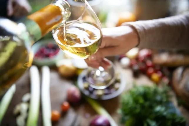 17 Easy Wine & Food Pairing Tips for Beginners