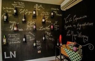 Wine wall in Las niñas