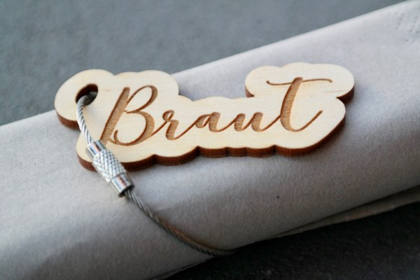 Dekoration 5 naturbelassene Platzkarten als Schlüsselanhänger Namensschilder Tischkarten Hochzeit