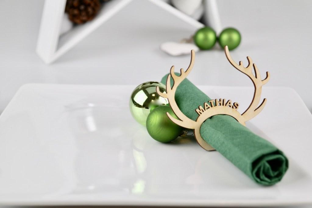 """Tischkarten / Platzkarten für Geburtstage, Hochzeiten, Konfirmation & mehr Edle Tischkarten für Weihnachten """"Rudolph"""" aus Holz – Platzkarten Namensschilder Geweih"""