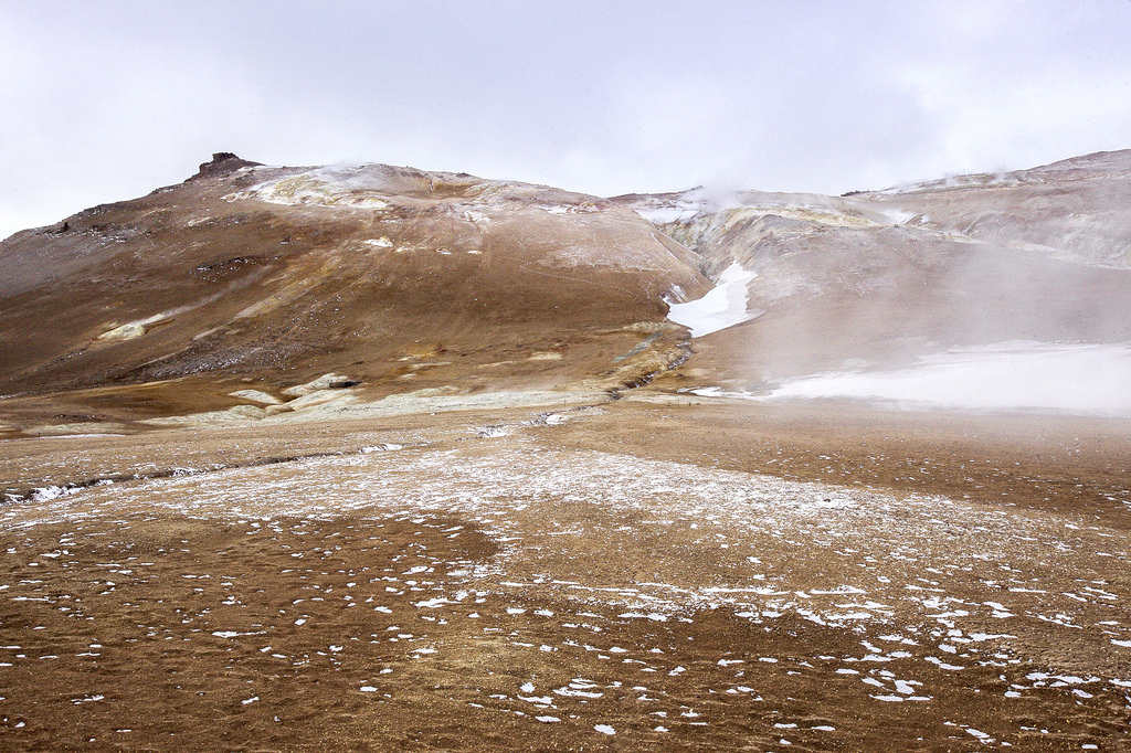 From Heavenly Lakes to Hell's Gates: Seeing Northern Iceland