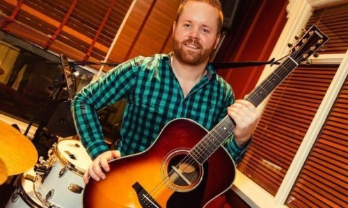 Hour of the Wolf: Working The Crowd With Troubadour Ellert