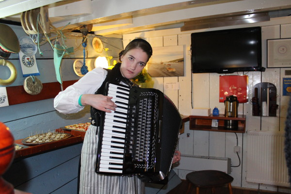 Live accordion on board the Húna II
