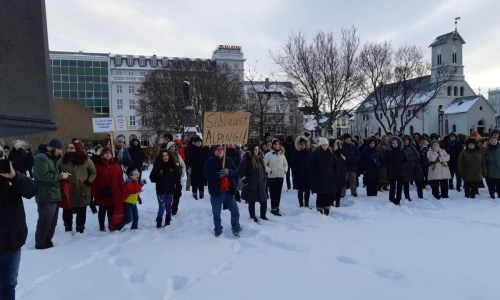 VIDEO: Protests Held Against Klausturgate MPs In Front Of Parliament