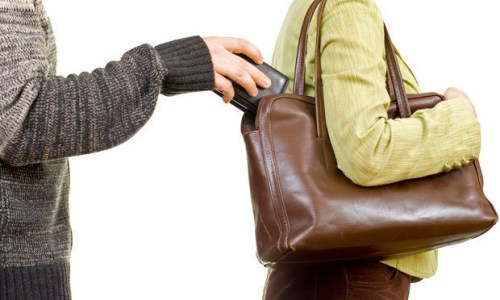 Several Tour Guides Warn Of Pickpockets In Iceland