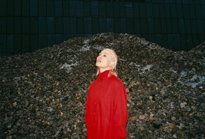 Music News: Cate Le Bon Comes To Iceland, We Boo As Húrra Closes