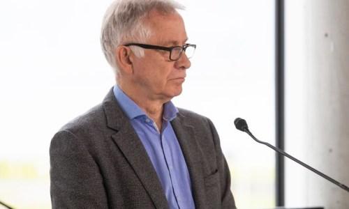 Chief Epidemiologist Sticks With EU Vaccines
