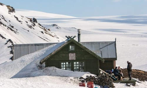 Tourists Rescued From Cabin At Fimmvörðuháls