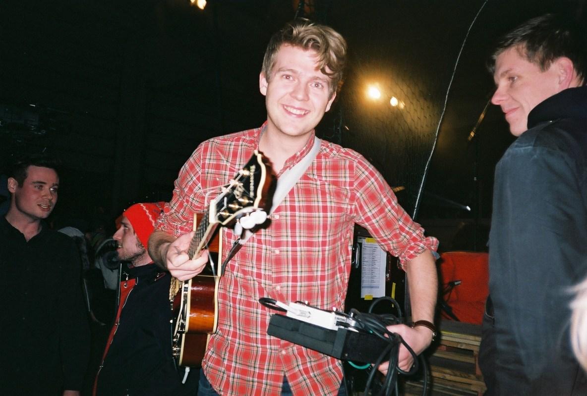 Aldrei Fór Ég Suður: Cheerful, Drunken Voices
