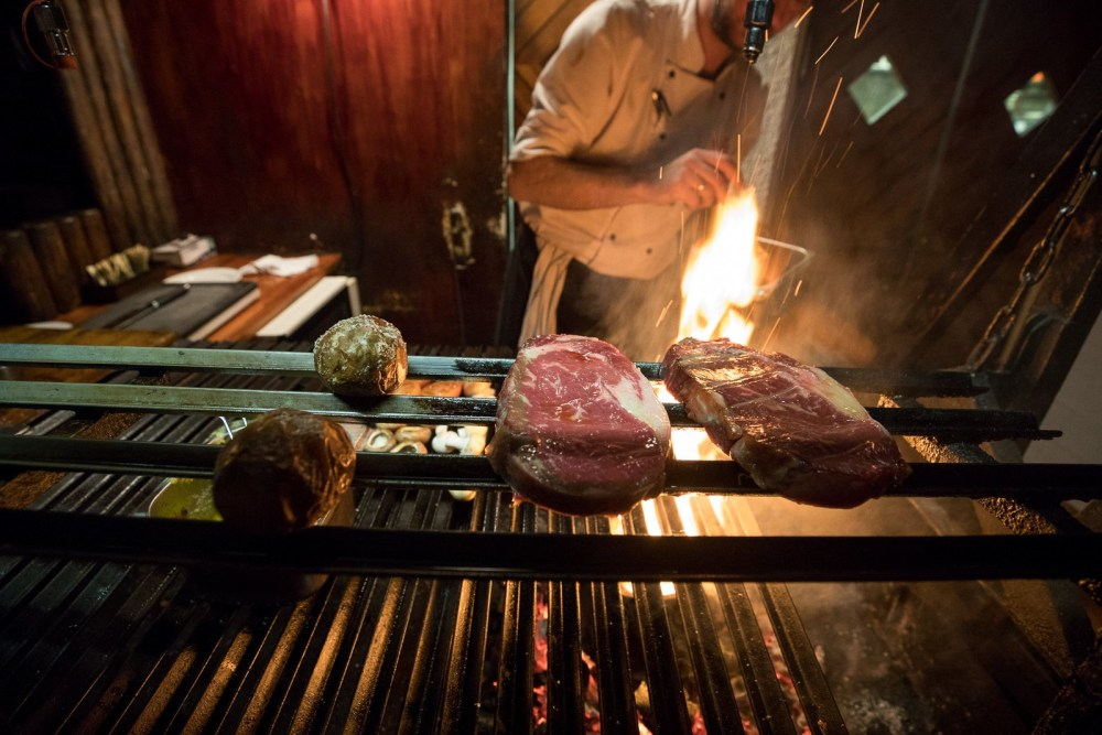 $izzling $teaks, Argentína $tyle: A Parent-Friendly Feast At Reykjavík's Veteran Steak Joint