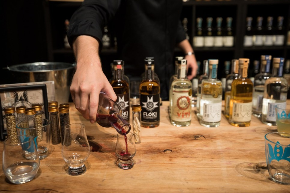 Distillery tourguide pours Icelandic Whiskey into a tasting glass