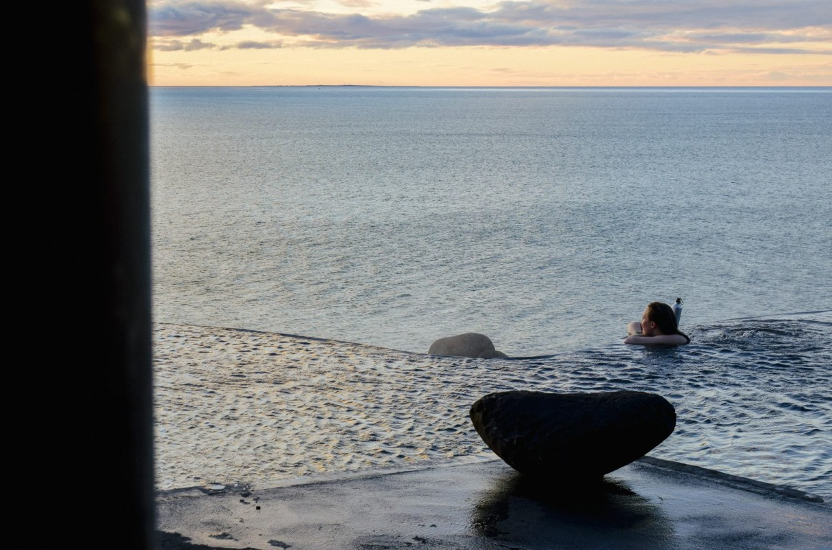 The Hot Sea: GeoSea Geothermal Baths Open In Húsavík