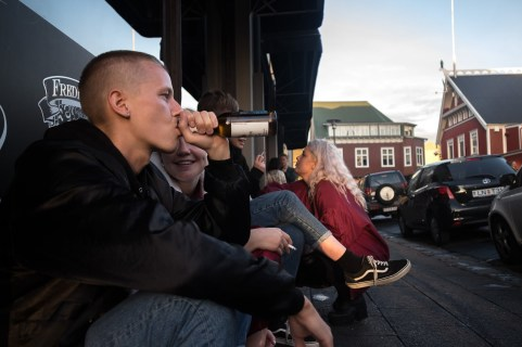 05:00: Chill and chitchat at street corners.