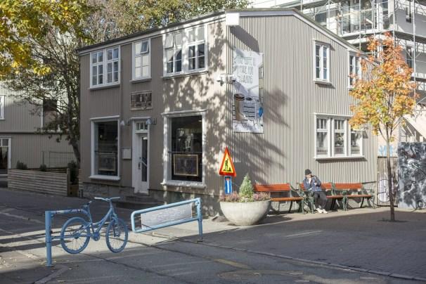 An exterior shot of KaffiBrennslan