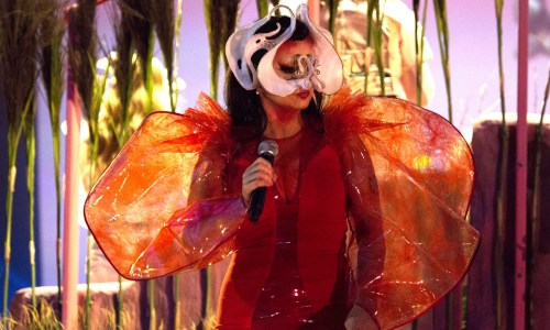 "Björk Amongst Performers At ""Techno 4 Refugees"" This Evening – UPDATED"