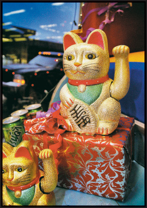Beckoning Cat at Mai  Thai