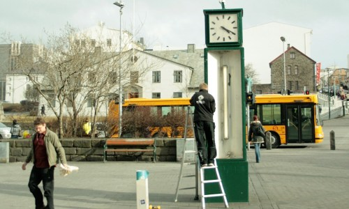 Most Icelanders Support Setting Clocks Back One Hour