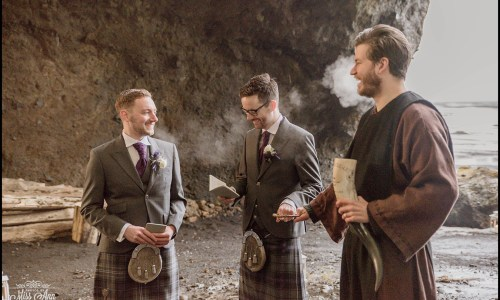 Old Norse Weddings Becoming More Popular For Same-Sex Couples