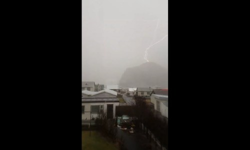 Lightning Seen In Reykjavík Actually Touched Down In Westman Islands – VIDEO