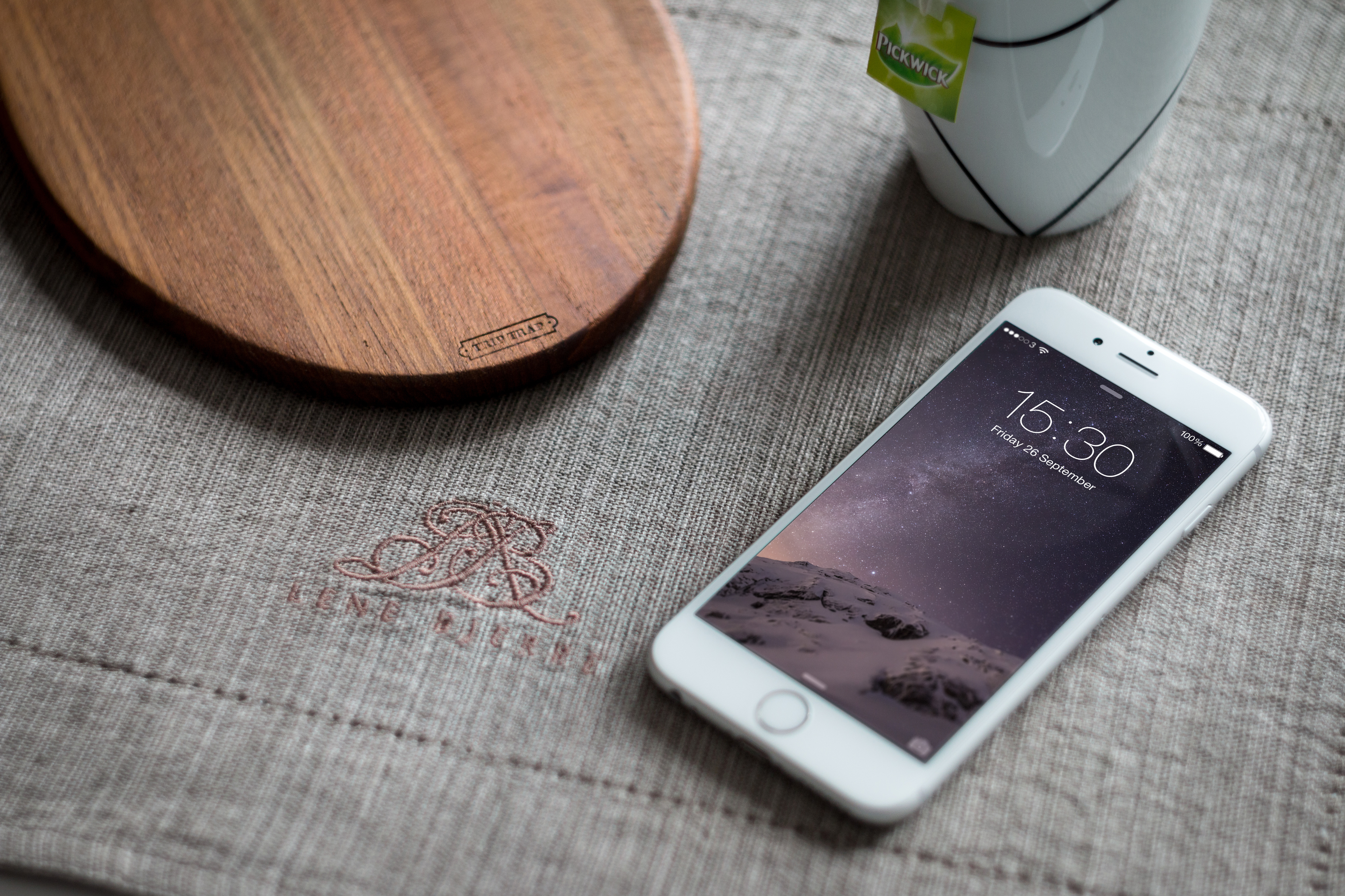 Iphone X Wallpaper Size Px Iphone 6 Photography Mockup Graphicburger