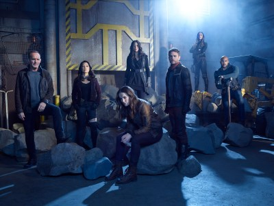 "MARVEL'S AGENTS OF S.H.I.E.L.D. - ABCs ""Marvel's Agents of S.H.I.E.L.D.Ó stars Clark Gregg as Phil Coulson, Ming-Na Wen as Melinda May, Elizabeth Henstridge as Jemma Simmons, Chloe Bennet as Daisy Johnson, Iain De Caestecker as Leo Fitz, Natalia Cordova-Buckley as Elena ""Yo-Yo"" Rodriguez, and Henry Simmons as Alphonso ""Mack"" MacKenzie. (ABC/Matthias Clamer)"