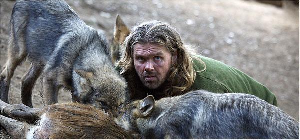 Shaun mange avec les loups