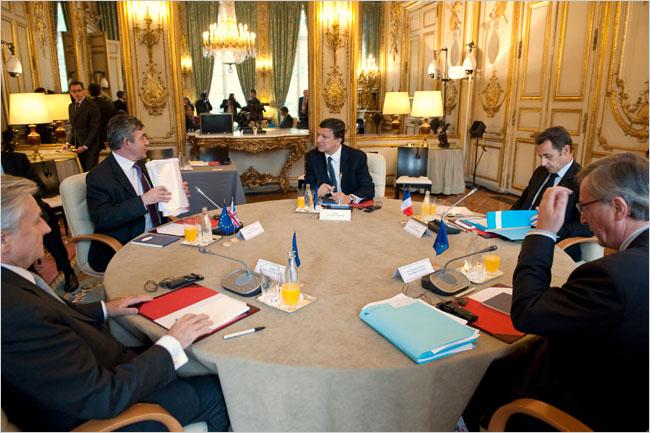 Jean-Claude Trichet, Gordon Brown, Jose-Manuel Barroso, Nicolas Sarkozy and Jean-Claude Juncker. Photo by Philippe Wojazer