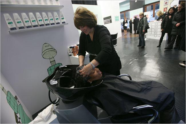 Lavandose el cabello con Pantene