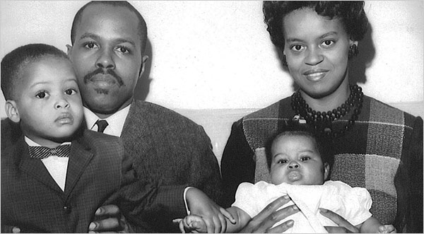 Michelle Obama with her brother and parents, courtesy of the Obama Campaign