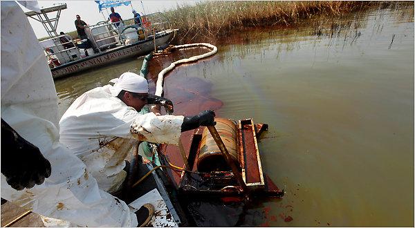 Coleta de óleo A em Pass-a-Loutre, na área do Delta do Rio Mississippi