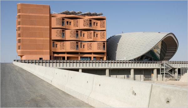 https://i0.wp.com/graphics8.nytimes.com/images/2010/09/26/arts/26masdar-span/26masdar-span-articleLarge.jpg