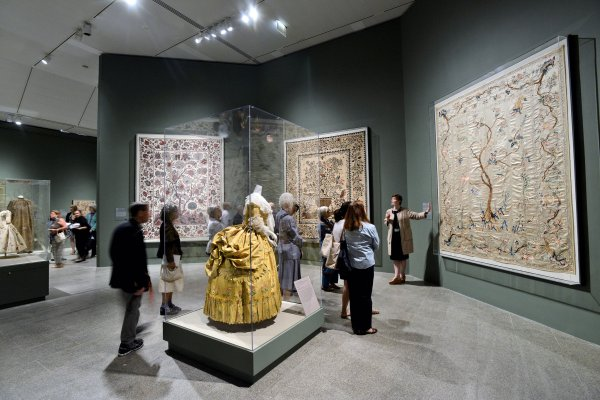Interwoven Globe 300-year Survey Of Textiles Met