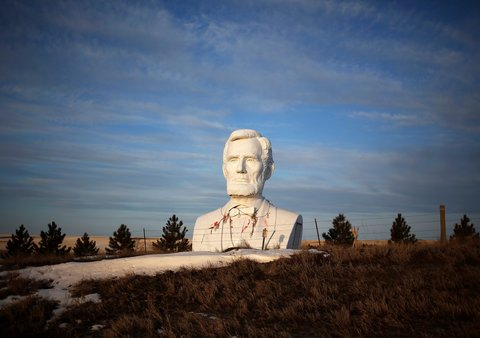 A giant bust of Lincoln by the artist David Adickes in a field outside of Williston, North Dakota.