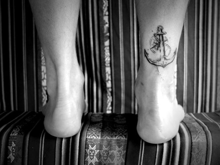 cover cicatrice cheville ancre marine tatouage