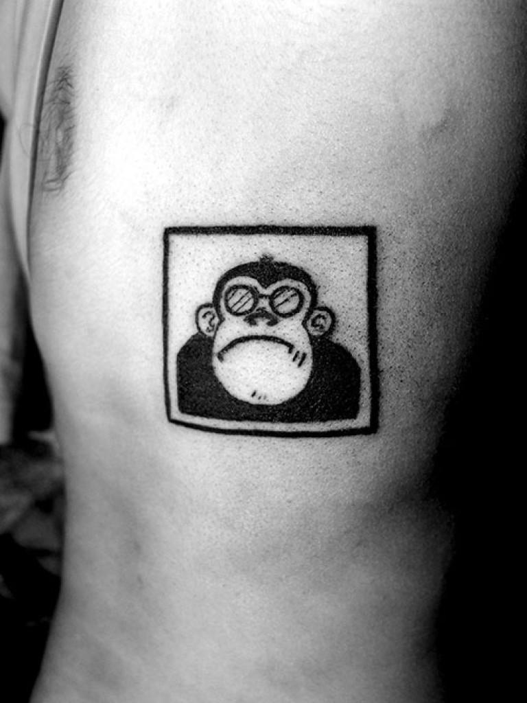 design tatouage portrait singe pas content