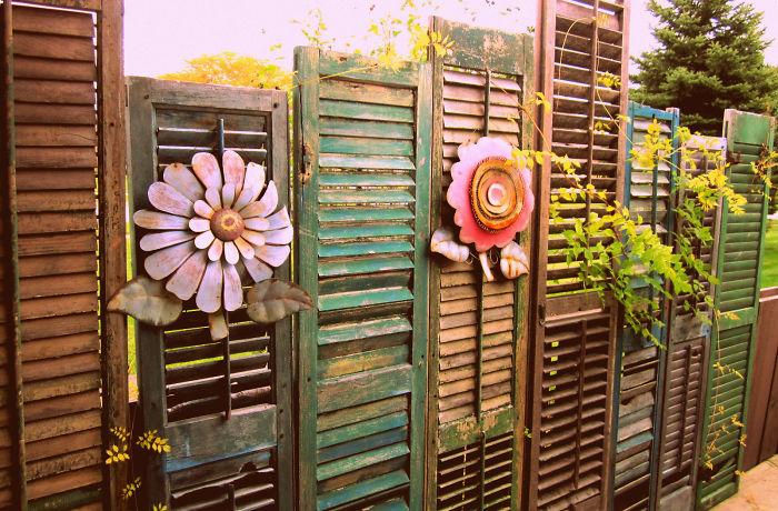 Ways To Make Your Garden Fences Look Extraordinary 11