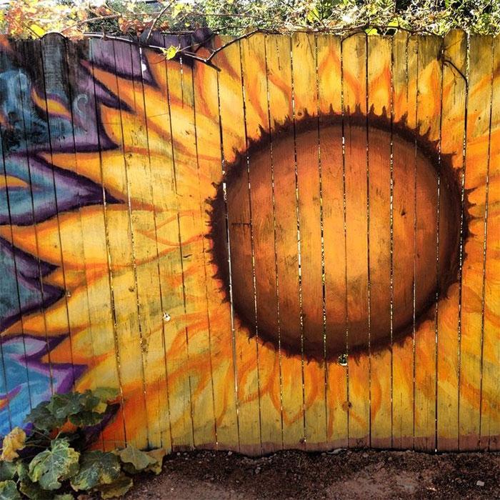 Ways To Make Your Garden Fences Look Extraordinary 15