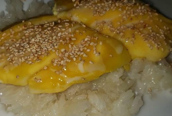 Sweet Sticky Rice with Mango image